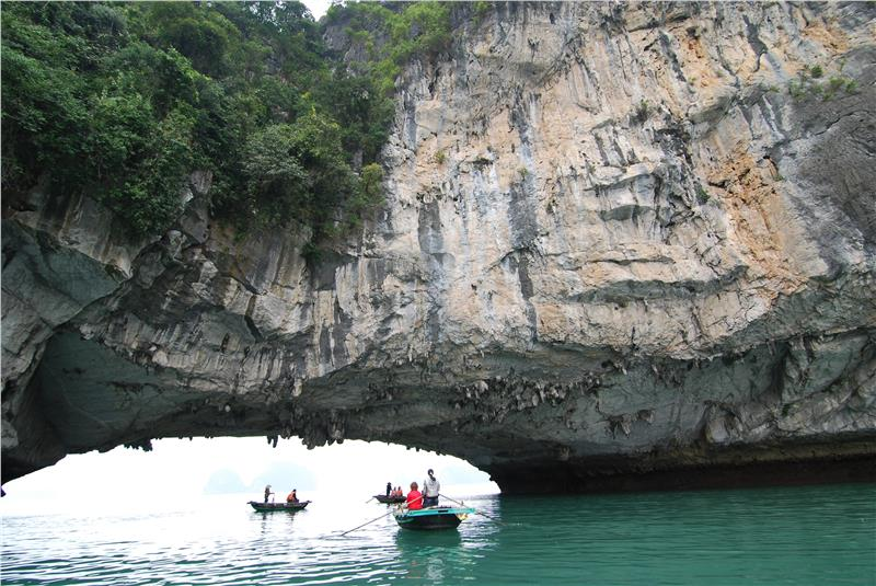 luon-cave-in-halong-bay