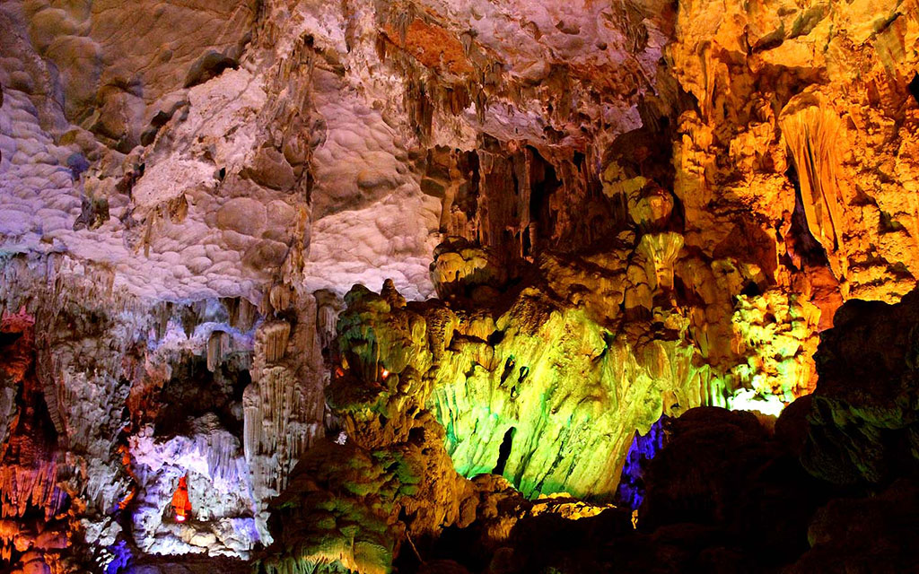 Magnificent stalactites in Thien Cung Cave