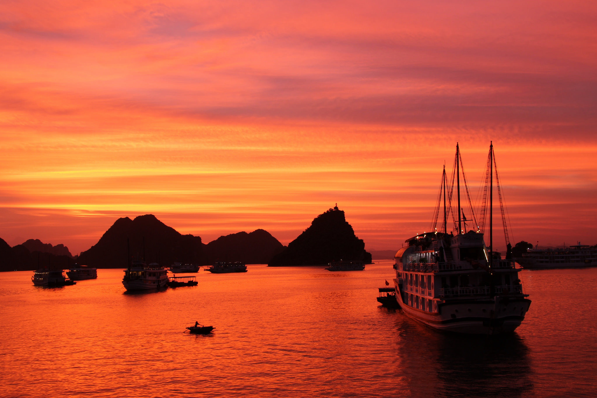 Poetic scenery of Halong at sunset