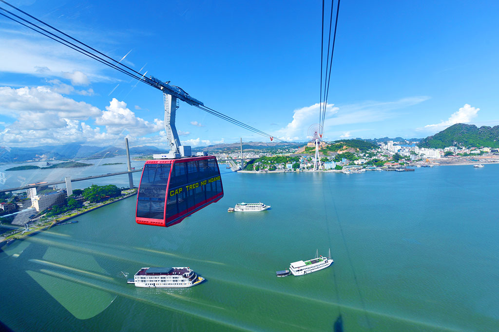Watch the bay from the cable car